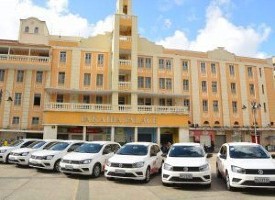 Prefeito entrega 15 veículos e vai ampliar serviços de assistência às pessoas em vulnerabilidade social
