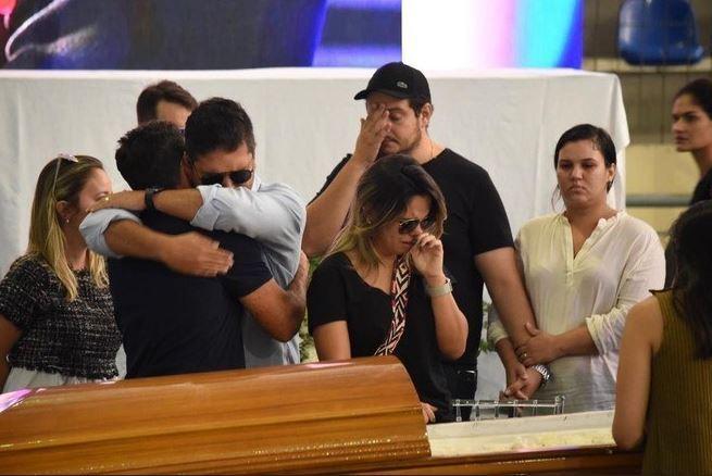 ADEUS A GABRIEL DINIZ: Fãs, familiares e amigos se despedem do cantor em João Pessoa – VEJA VÍDEO