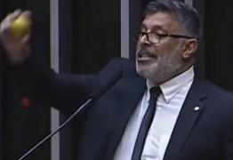 'Adélio foi incompetente ou distraído?': Frota faz enquete sobre facada em Bolsonaro; confira