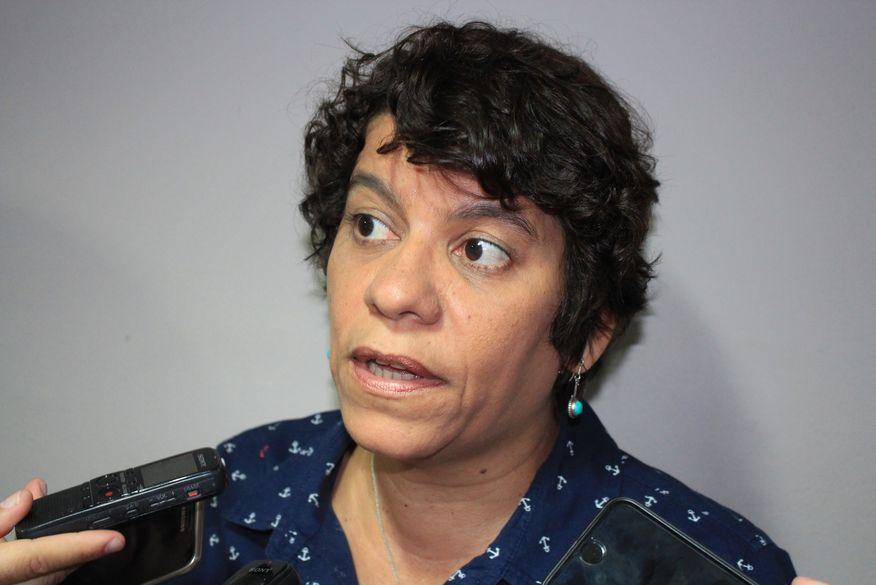 PIADA DO DIA: Deputada que agrediu jornalista por duas vezes dará palestra sobre jornalismo e democracia