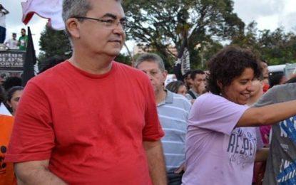 Professor da UFPB que abandonou a sala de aula para defender a ORCRIM Girassol 'bate pino' e fecha o blog