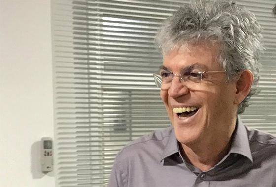 Preso por corrupção, Ricardo Coutinho recebeu R$ 41 mil de pensão como ex-governador no mês de outubro