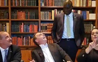 RACISMO? Bolsonaro diz que deputado negro 'deu uma queimadinha' porque 'demorou para nascer' – VEJA VÍDEO