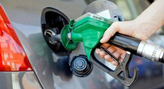 QUEDA: Preço da gasolina é reduzido nas refinarias a partir desta quarta-feira