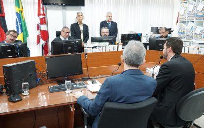 Justiça determina sequestro de mais de R$ 20 milhões nas contas de Ricardo Coutinho e mais oito investigados na Operação Calvário