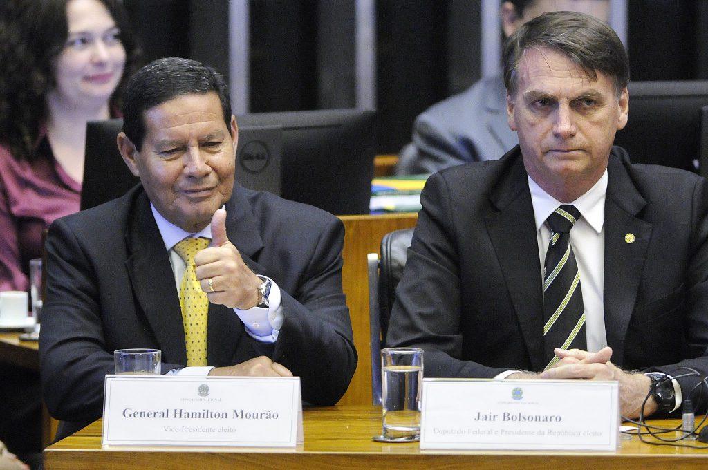Mourão se apresenta como alternativa para substituir Bolsonaro