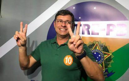 FARRA DAS DIÁRIAS: Prefeito de Cabedelo recebeu diária de R$ 1 mil para 'dar um pulo' em Recife; servidores receberam 12 mil para ir a Maceió