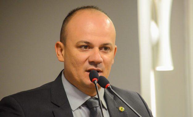 Bolsonaro frustra planos de Cabo Gilberto e deve apoiar assessor paraibano para deputado federal
