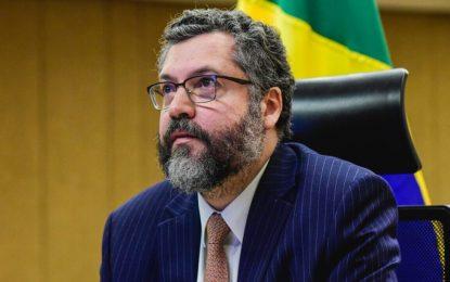 Ernesto mobilizou Itamaraty para garantir cloroquina