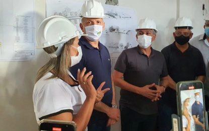 Aguinaldo Ribeiro visita obras do Hospital Infantil de Santa Rita e reforça parceria com gestão Emerson Panta