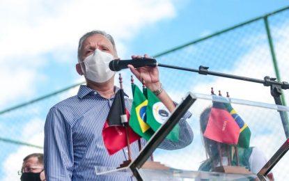 """Aguinaldo Ribeiro destina emenda para pavimentação de ruas em Bayeux e comemora entrega da 1ª etapa: """"Sonho antigo que ajudei a concretizar"""""""