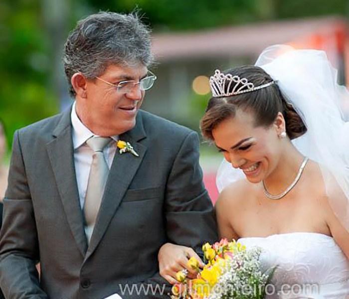 Presidente nacional do PT comete gafe e chama atual esposa de Ricardo Coutinho de Pâmela Bório