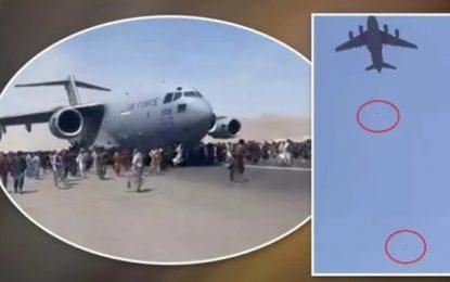 Cenas mostram pessoas caindo de um avião norte-americano que deixa o Afeganistão
