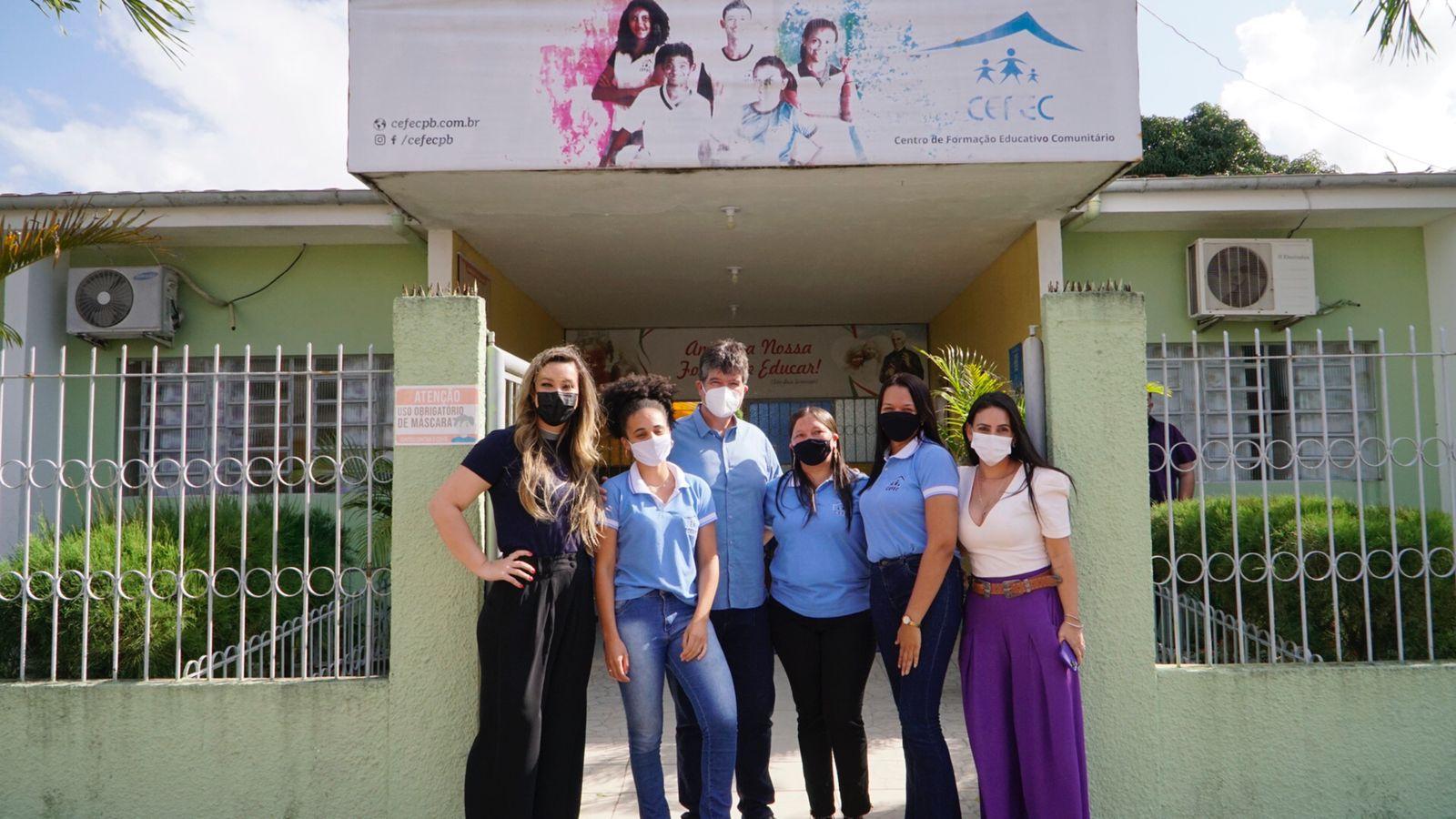 Ruy garante apoio a entidade social que beneficia mais de 250 crianças e adolescentes no bairro de Marcos Moura, em Santa Rita