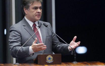 Jornalista emite nota de retratação após calúnias contra Cássio Cunha Lima