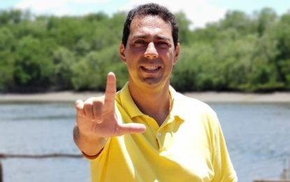 Leo Bandeira distribui mais de 100 cargos para manter vereadores calados