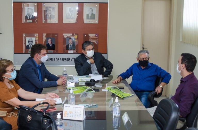 Presidente da Assembléia Legislativo deputado Adriano Galdino visita Hospital Napoleão Laureano e reforça parceria com a instituição