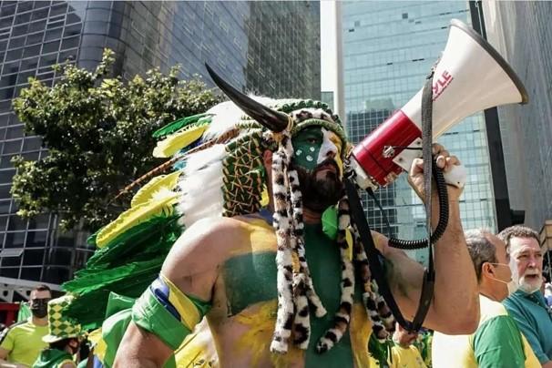 Gado bolsonarista foi às ruas comemorar 15 milhões de desempregados, gasolina a R$ 6 e inflação chegando a 10%