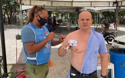Cabo Gilberto toma vacina e diz que ataques foram covardes