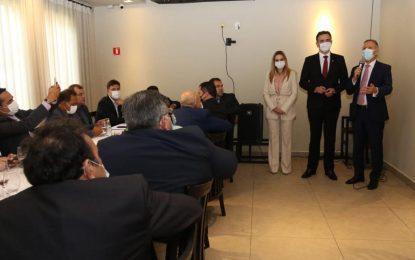Em Brasília, Aguinaldo Ribeiro recebe dezenas de prefeitos