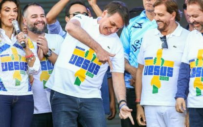 """Crise econômica afasta evangélicos de Bolsonaro e nem """"Deus"""" salva governo"""